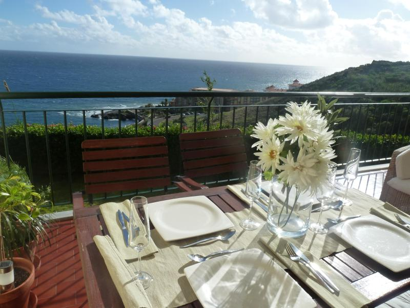 Al fresco dining for 4 - Oceanic Apartment -Madeira Great Views - Free WIFI - Canico - rentals