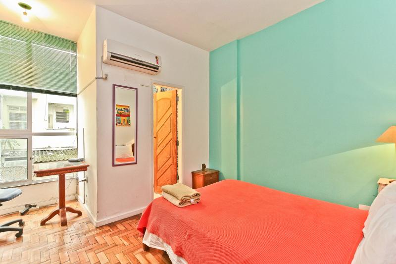RioBeachRentals - Ipanema 1 Bedroom near the Beach - Image 1 - Rio de Janeiro - rentals