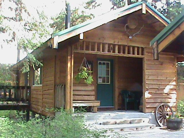 Family Cabin Two queen size beds Equipped kitchenette  wood stove Electric heat Air Conditioning     - Family Cabin - Eureka - rentals
