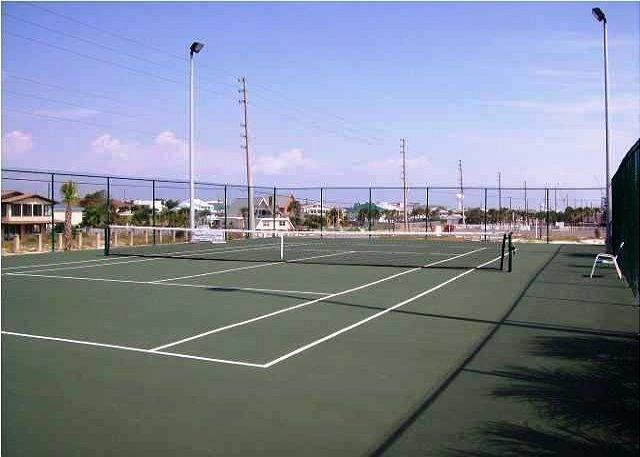 I can not play tennis, but if I could I would here. - 3 bed/ 3 bth Gulf Front Penthouse FREE BEACH SERVICE!!!! - Fort Walton Beach - rentals