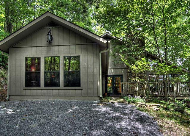 Downtown Gatlinburg, 2 Bedroom, 2 Bath - Smoky Mountain 2 Bedroom Modern Cabin, A Walk in the Woods 279 - Gatlinburg - rentals