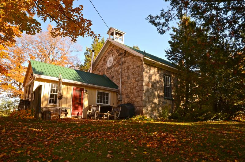 Ebenezer in Autumn - Ebenezer Schoolhouse a historic beauty - Markdale - rentals