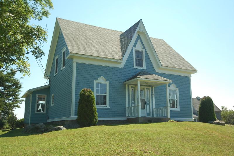 Welcome to a comfortable home on the Atlantic Ocean and a sandy beach! - A Blue House Oceanfront Weekly Home Rental - Lockeport - rentals