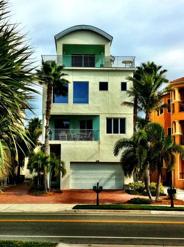 439 Beach Rd. 4 Story Luxury Gulf-Front Siesta Key Rental - Image 1 - Sarasota - rentals