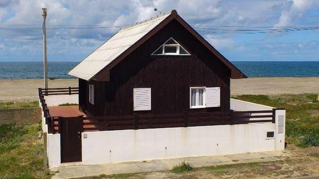 Detached cottage holiday house exclusively located, sea front with beautiful sea views. - Image 1 - Aveiro - rentals