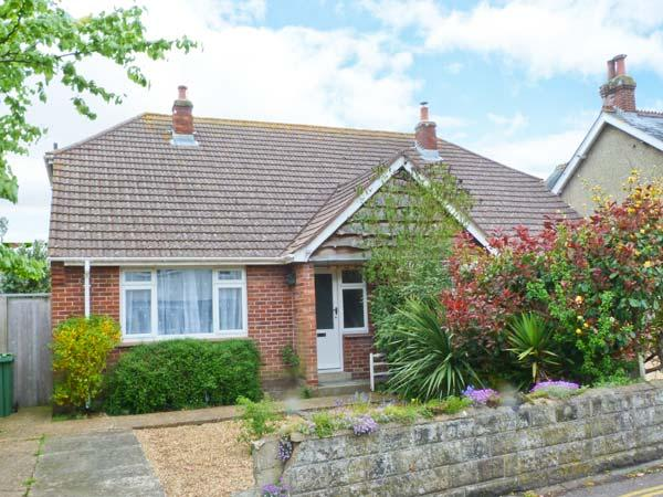 YAR COTTAGE, fantastic location, great family cottage, enclosed garden, in Yarmouth, Ref. 24050 - Image 1 - Yarmouth - rentals