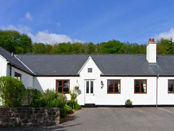 THE COTTAGE, ground floor bungalow, off road parking, garden, Ref 25599 - Image 1 - Betws-y-Coed - rentals