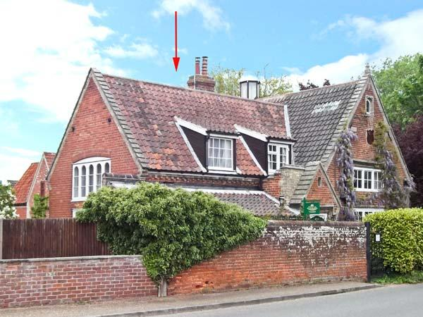 OLD SCHOOL LODGE romantic retreat, village centre, spiral staircase in Lyng Ref 25576 - Image 1 - Norfolk - rentals