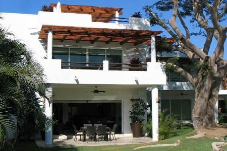 Beachfront Samia - Vallarta Gardens Resort & Spa- tranquil pool & amenities - Image 1 - Puerto Vallarta - rentals