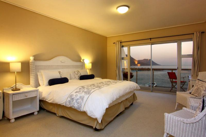 APARTMENT 2 BED - CLIFTON VISTA - Image 1 - Cape Town - rentals