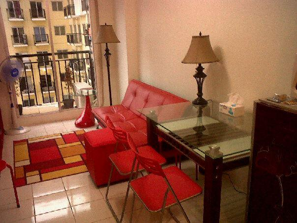 Livingroom / salon / balcony with view on pool + city - NEW and COZY appartment with SWIMMINGPOOL - Jakarta - rentals