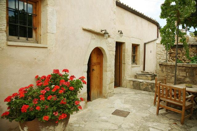 Traditional house ''Ontas'' - Image 1 - Tzitzifes - rentals