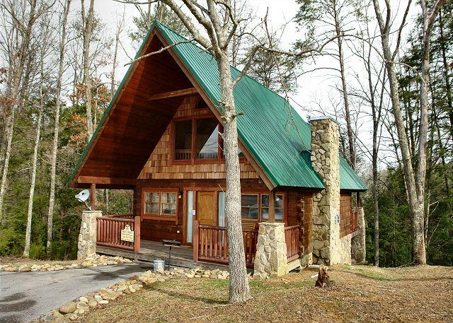 Hidden Romance #1404- Outside View of the Cabin - Romantic 1 Bedroom Pigeon Forge Cabin in the Wears Valley Area with Jacuzzi - Sevierville - rentals