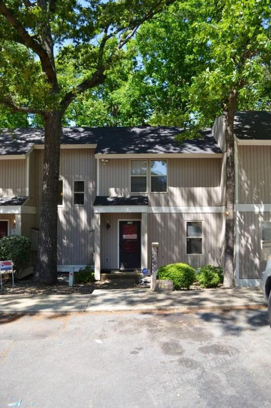 165CordLn | DeSoto Courts | Townhome | Sleeps 5 - Image 1 - Hot Springs Village - rentals