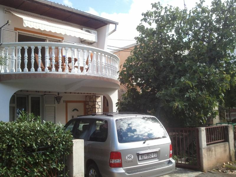 Apartment Jasna on quiet location - Image 1 - Vodice - rentals