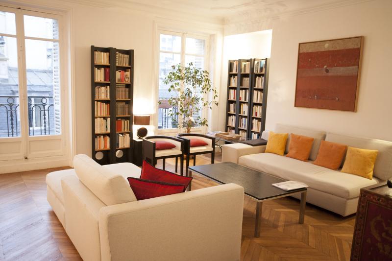 Living Room - Delightful 2 Bedroom Apartment in Saint Germain - Paris - rentals
