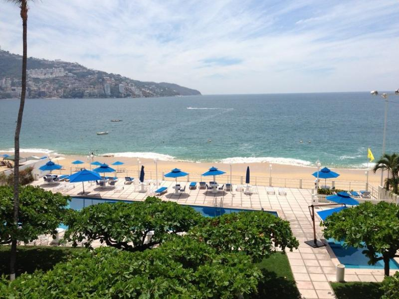 Right on the beach, in the center of Acapulco Bay - Image 1 - Acapulco - rentals