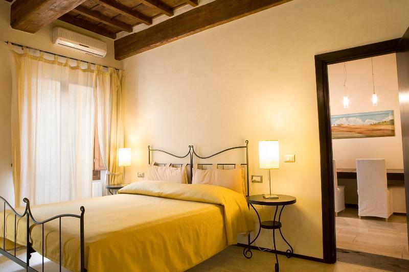 10 Corte- Luxury One Bedroom - Image 1 - Florence - rentals