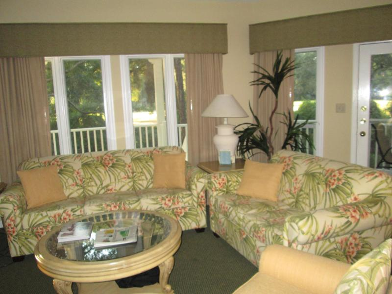 Open Concept Living Area - 2Br/2Ba w/ Free Golf/Tennis $900-$1,200 per week - Hilton Head - rentals