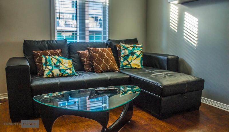Quartz Townhouse - 2 bdr,sofa bed,2 bath - rooftop - Image 1 - Toronto - rentals