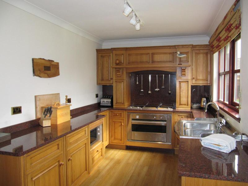 Fitted Kitchen - 3 Bedroomed, Five Star Family Villa, Sleeping 8 - Kilconquhar - rentals