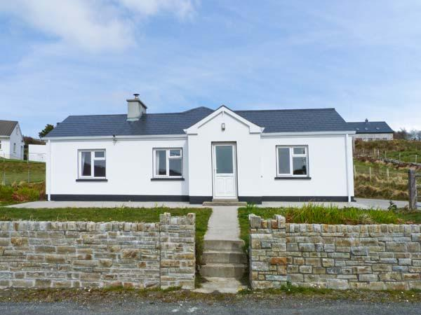 CURRIS COTTAGE, pet-friendly cottage with woodburner, garden, close beach, Kilcar Ref 25061 - Image 1 - Kilcar - rentals