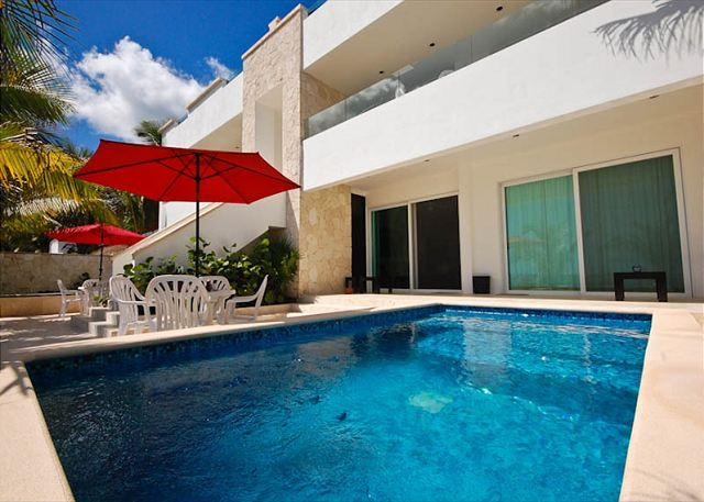 Casa Coral, luxury beachfront condos on Jade Bay, Akumal, Mexico - Luxury beachfront apartment with private swimming pool - Akumal - rentals