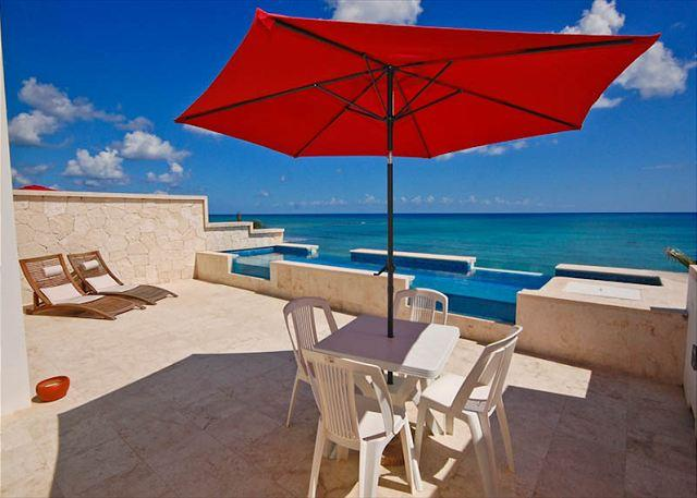 Casa Coral luxury beachfront penthouse condo on Jade Bay, Akumal - Akumal Direct, Casa Coral Condo with Private Pool - Akumal - rentals