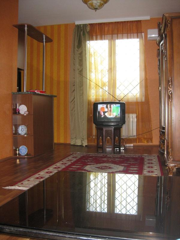 Living room on the Avenue side (the TV set on the photo, has been replaced by a flat screen TV set). - Appartment for Rent in Tbilisi centre, Georgia - Tbilisi - rentals
