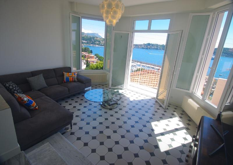 View from the Living Room - Walk out on the terrace - Gorgeous Villa apartment + Sweeping Sea View - Beaulieu - rentals