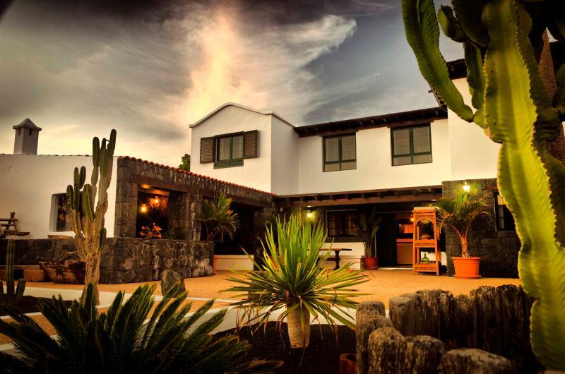Casa Perdomo, lujo entre viñedos - Image 1 - Masdache - rentals