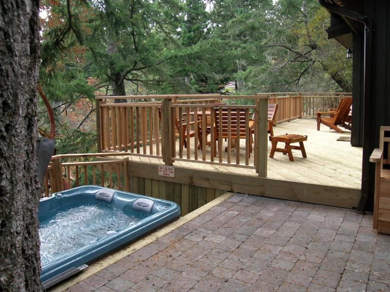 Hot tub in a great location - Madrona Cottage Sooke BC - Sooke - rentals