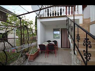 A2(2+2): terrace - 6100  A2(2+2) - Sabunike - Croatia - rentals