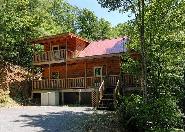 Cabin in between Gatlinburg and Pigeon Forge     PINE COVE HIDEAWAY #1816 - Image 1 - Sevierville - rentals