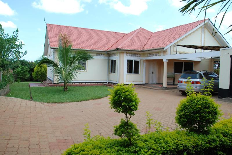 View as you enter the property. - SERENITY HOUSE HOLIDAY HOME KAMPALA - your haven! - Kampala - rentals