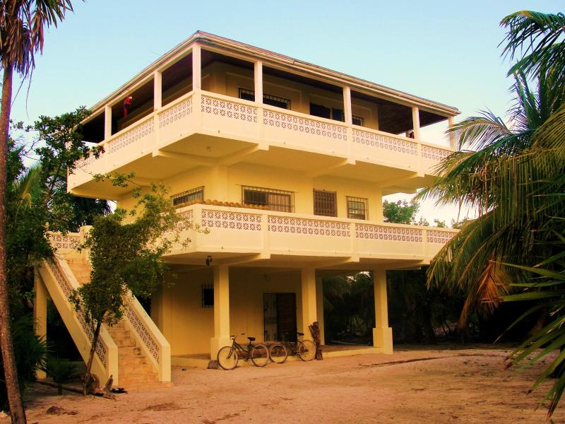 The Indigo Pearl ~ Guests stay on the very top floor :) - The Indigo Pearl Guesthouse - Oceanfront Property - Caye Caulker - rentals