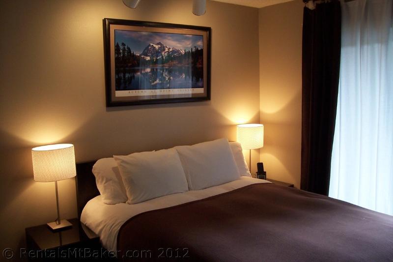 Queen Sized Comfort - Freshly Remodeled Mountain Getaway - Glacier - rentals