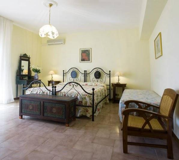 "Beedroom named ""Primula"" - Bed & Breakfast ""Villa Flora"" - Agropoli - rentals"