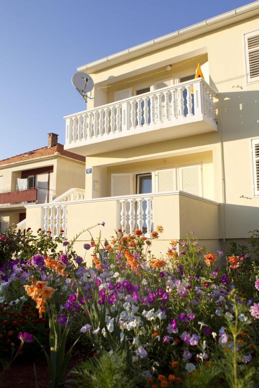CVITA 1- spatious 2 bedroom near Borik beach - Image 1 - Zadar - rentals
