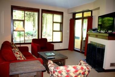 Living Room - Stone's Throw Condos - 62 - Sun Peaks - rentals