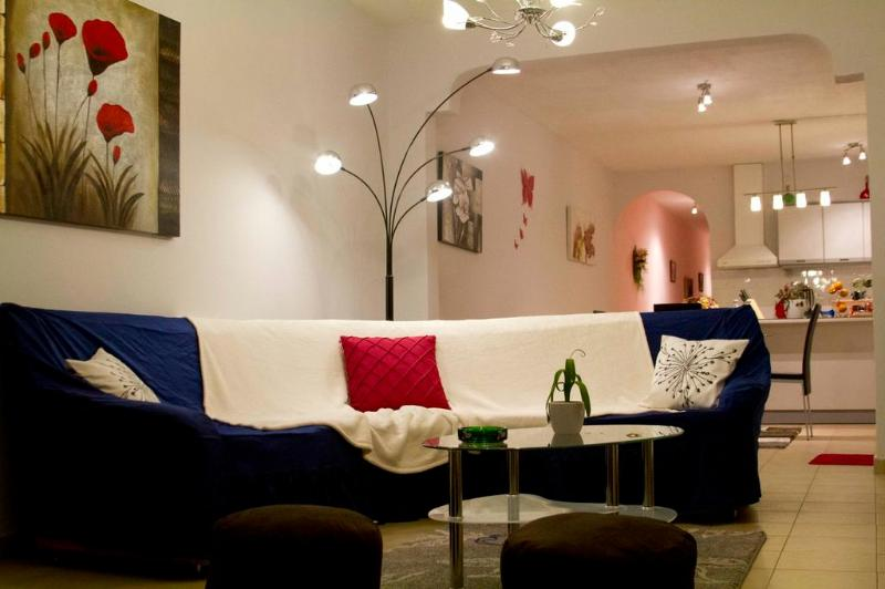 The living room has been decorated to ensure relaxation - Seaside Apartment near Mellieha Bay - Malta - Mellieha - rentals