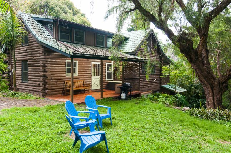Unique, Charming Log House on Maui! - Sacred Garden Retreat—Unique Log House on Maui! - Makawao - rentals