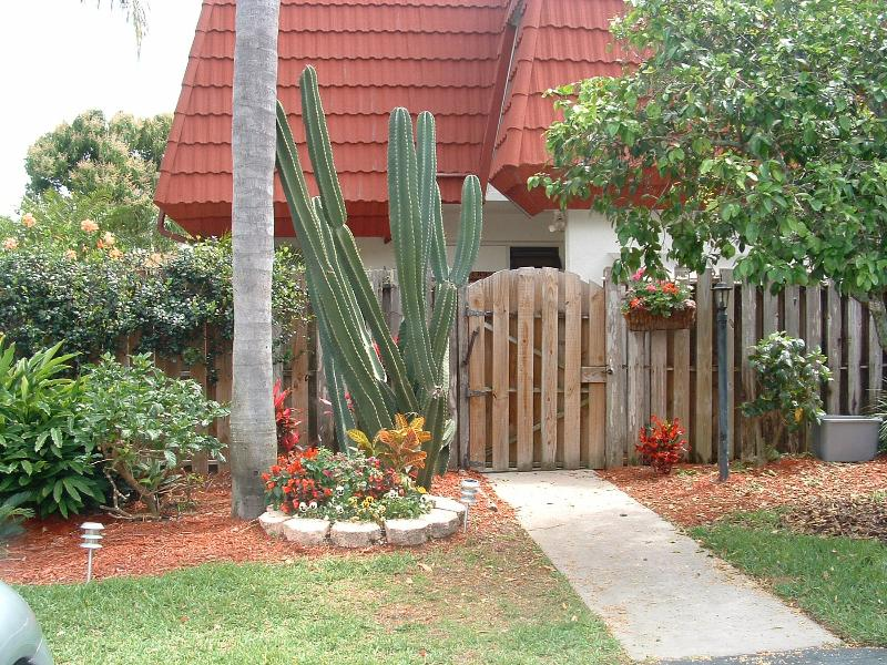 Townhouse with Private Yard - Townhouse near Ft. Myers Beach and Sanibel Island - Fort Myers - rentals