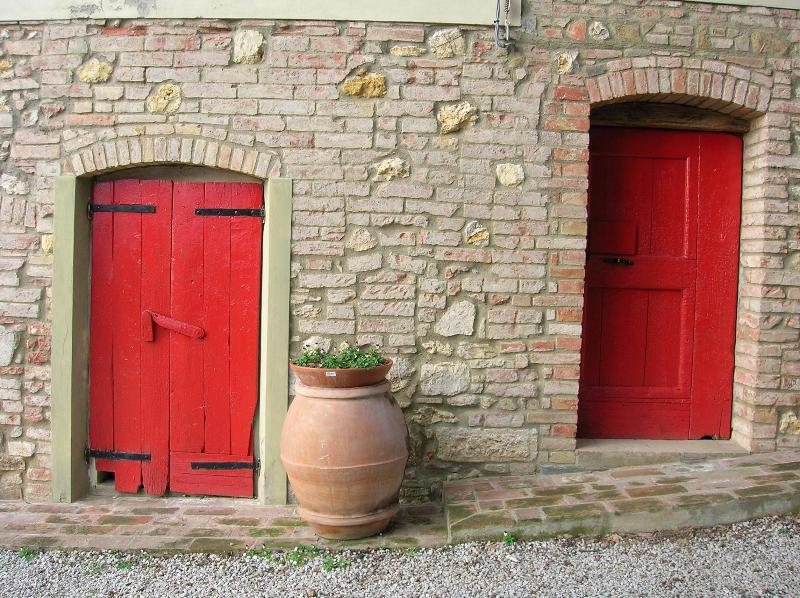 Red doors cellar - Organic farm tucked away in the Tuscan hills - Montaione - rentals