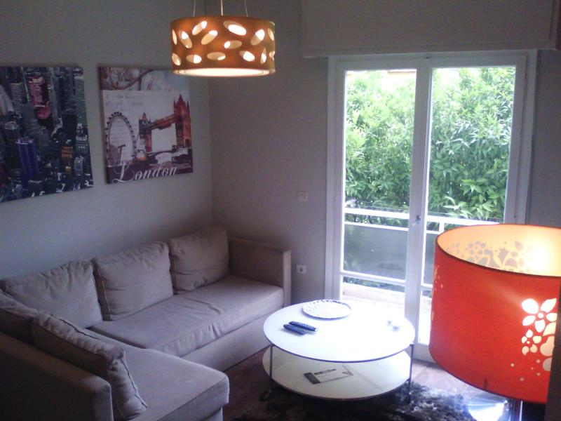 Modern & relaxing sitting room - Cosy modern Athens condo near means of transport - Tavros - rentals