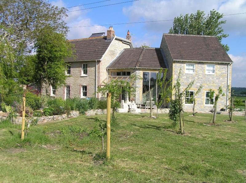 House from field - Large rural family house - own tennis court & views - Langport - rentals