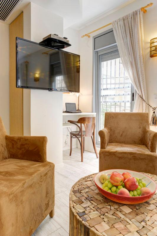 Living Room - Luxurious apartment near the sea, Shalom Aleichem Street 22 - Tel Aviv - Tel Aviv - rentals