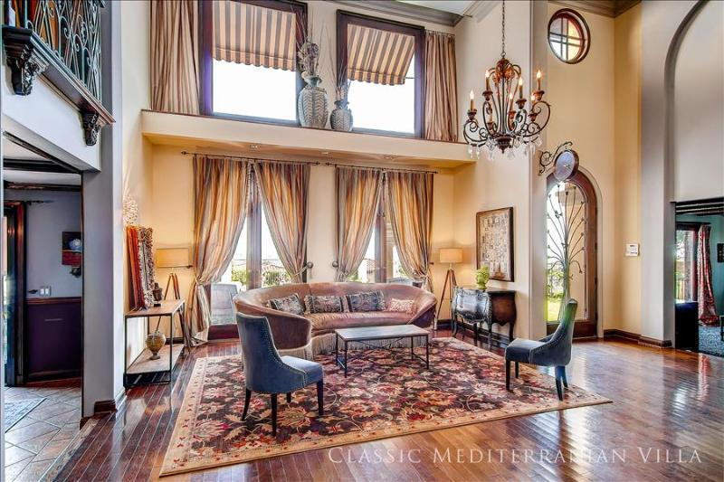 Living Room - ** WINTER SPECIALS ** - Private Hollywood Villa w/ Views (4br + 3.5bath) - Los Angeles - rentals