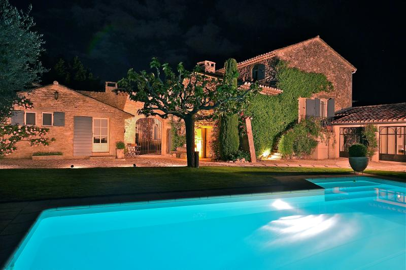 Night shot - St Roch's Farmhouse: Luxury holiday home with heated pool in the heart of Provence - Robion - rentals