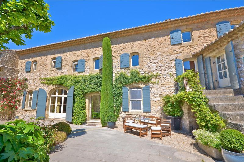 Inner courtyard - St Roch's Farmhouse: Luxury holiday home with heated pool in the heart of Provence - Robion - rentals
